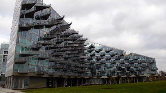 VM Houses, vue d'ensemble, logements V - Ørestad City, Copenhague, Danemark - Architectes : Bjarke Ingels Group, Julien De Smedt Architects - Photo : Vincent Laganier