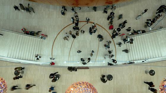 Foyer de l'Opéra royal danois avec les trois sculpture de lumière, Copenhague, Danemark - Artiste : Olafur Eliasson - Architecte : Henning Larsen - Photo : Vincent Laganier, 2008