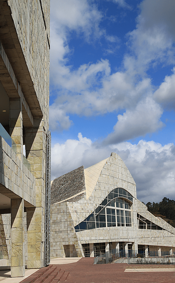 Cité de la Culture de Galice, Saint-Jacques-de-Compostelle, Espagne - Architecte : Peter Eisenman - Photo : Vincent-Laganier