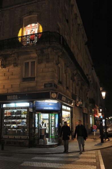 A l'angle de deux rues, A travers les murs, quartier Saint-Jacques, Bruxelles, Belgique © Radiance 35, Zimmerfrei
