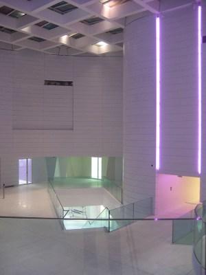 Nuances pastels au rez-de-chaussée du hall d'accueil, Tour Eqho, Paris La Défense, France - Hubert & Roy architectes et associés © Concepto, Roger Narboni