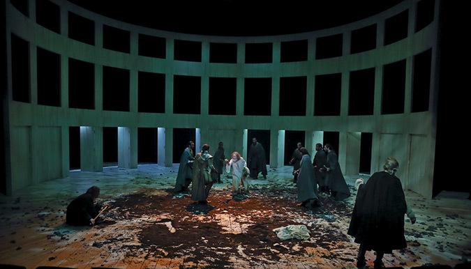 Le Roi Lear de William Shakespeare - Mise en scène : Christian Schiaretti - Création TNP 2014, Villeurbanne, France © Michel Cavalca