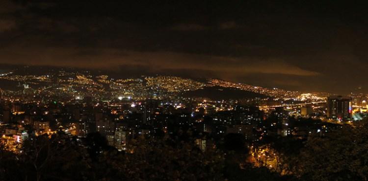 Medellin-de-nuit-MD---Photo-Pascal-Chautard