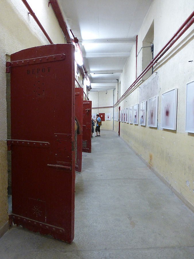 Prison Sainte Anne, La disparition des Lucioles, Collection Lambert, Avignon, 2014 - Photo : Vincent Laganier