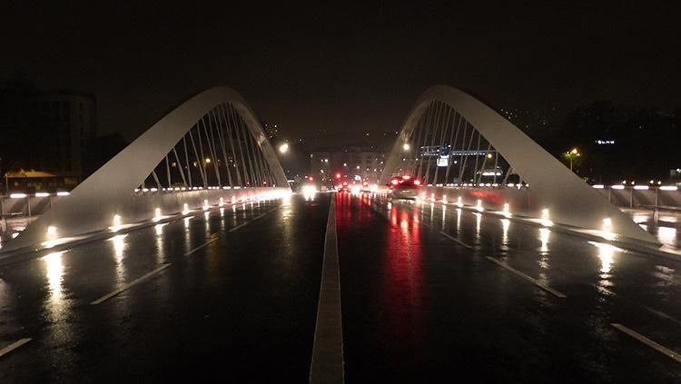 Lyon,-pont-Schuman,-mise-en-lumiere-Les-éclairagistes-associées---vue-voiture-Vincent-Laganier
