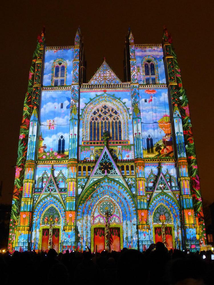 4 Son et lumiere - Illumi Nantes - Facade de la Cathedrale - Peinture Yann Thomas - Images Spectaculaires © Vincent Laganier