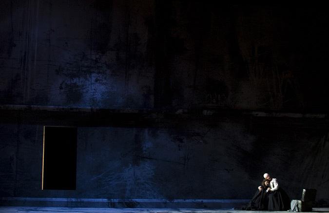 La Forza del Destino au Théâtre Royal de la Monnaie, mise en scène Dirk Tanghe - Créateur lumière et photo : Fabrice Kebour