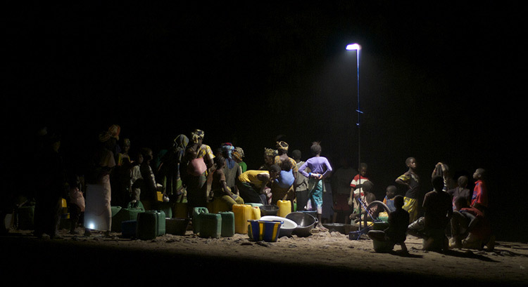 Lumiere-collective-pour-Afrique-rurale-2-Prix-de-eclairage-urbain-et-paysager-Trophees-Lamp-2013