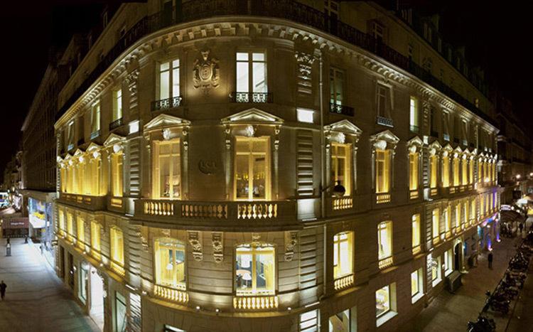 Facade-LCL,-Champs-Elysees,-Paris---Conception-lumiere-et-photo--Marc-Dumas