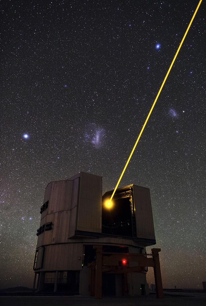 Laser dans le ciel - Photo : ESOB. Tafreshi (twanight.org)