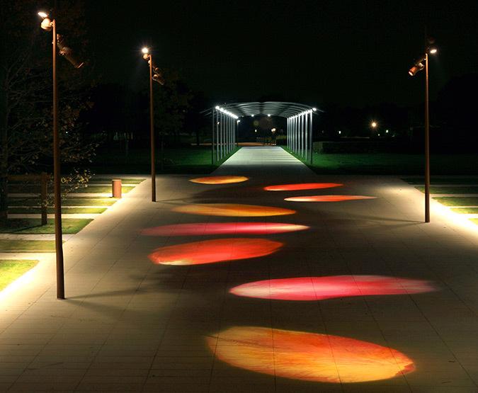 « Pétales de Rose », Parc du centre - C.A. de St-Quentin en Yvelines – Paysage : Agence François Brun - Conception lumière et photo : Marc Dumas