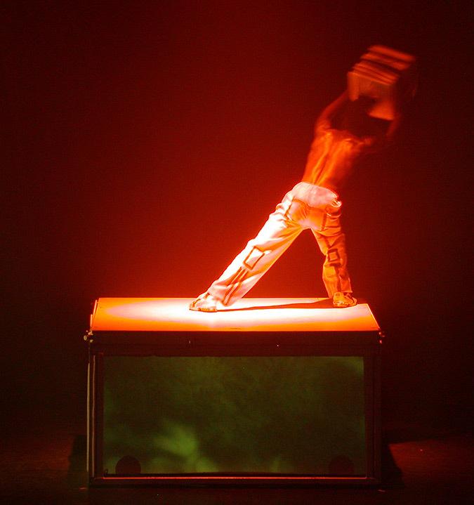 Corps est graphique, Käfig, 2003 - Choréagraphie Mourad Merzouki - Création lumière : Yoann Tivoli © Vincent Laganier