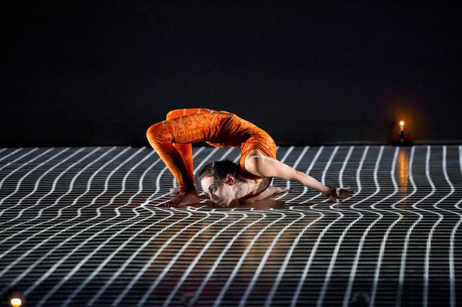 Pixel, Käfig, 2014 - Choréagraphie : Mourad Merzouki - Création numérique :Adrien Mondot et Claire Bardainne © Laurent Philippe