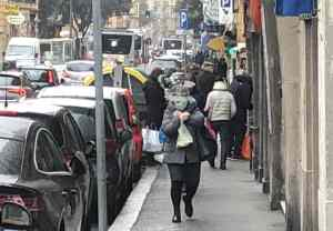 marciapiedi affollati