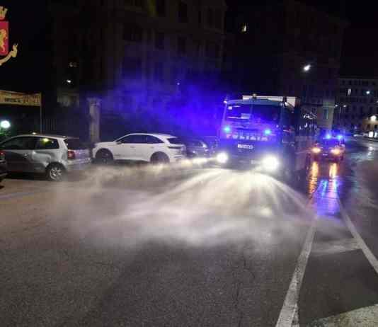 idrante polizia sanificazione strade Genova
