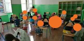 bambini in ginocchio scuola