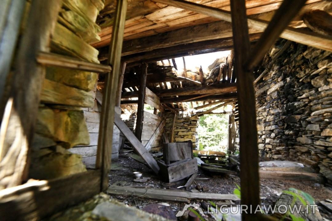 Interno della casa rurale in Poilarocca nel bosco del Fronté sopra Mendatica