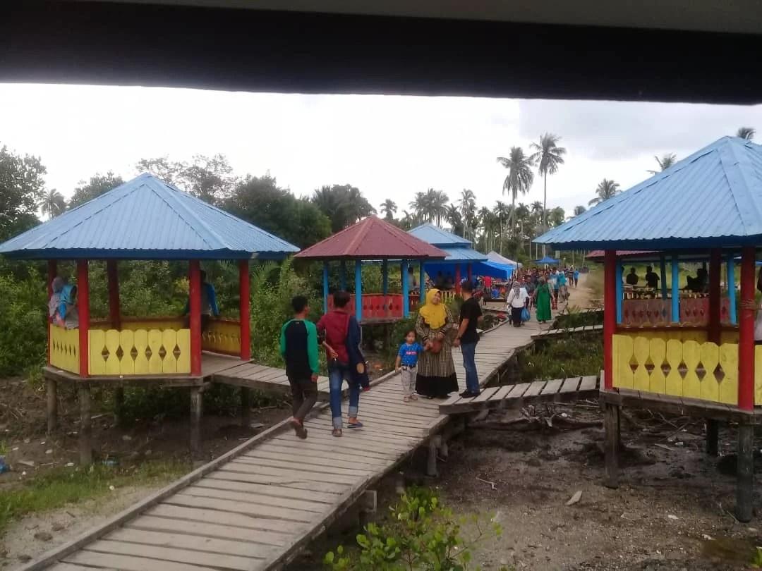 Keindahan Pantai Beting Beras di Desa Kuala Merbau