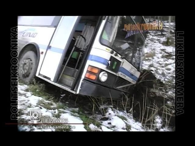 Keila-Joa teel sõitis buss libedaga teelt välja