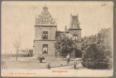 In 1910 vestigde notaris Rees zich in Benningbroek. Het prachtige huis werd in de volksmond een 'kasteel' genoemd. De notaris woonde er met zijn familie tot 1936. Klaas Leeuw kocht het huis en heeft het gesloopt.