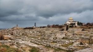Руины античного Херсонеса. На заднем плане - Владимирский собор второй пол. XIX в.