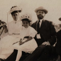 My paternal great grandparents, John Howard and Fannie Willett with their family