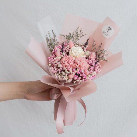康乃馨乾燥花束粉色手拿-台北喜歡生活乾燥花店