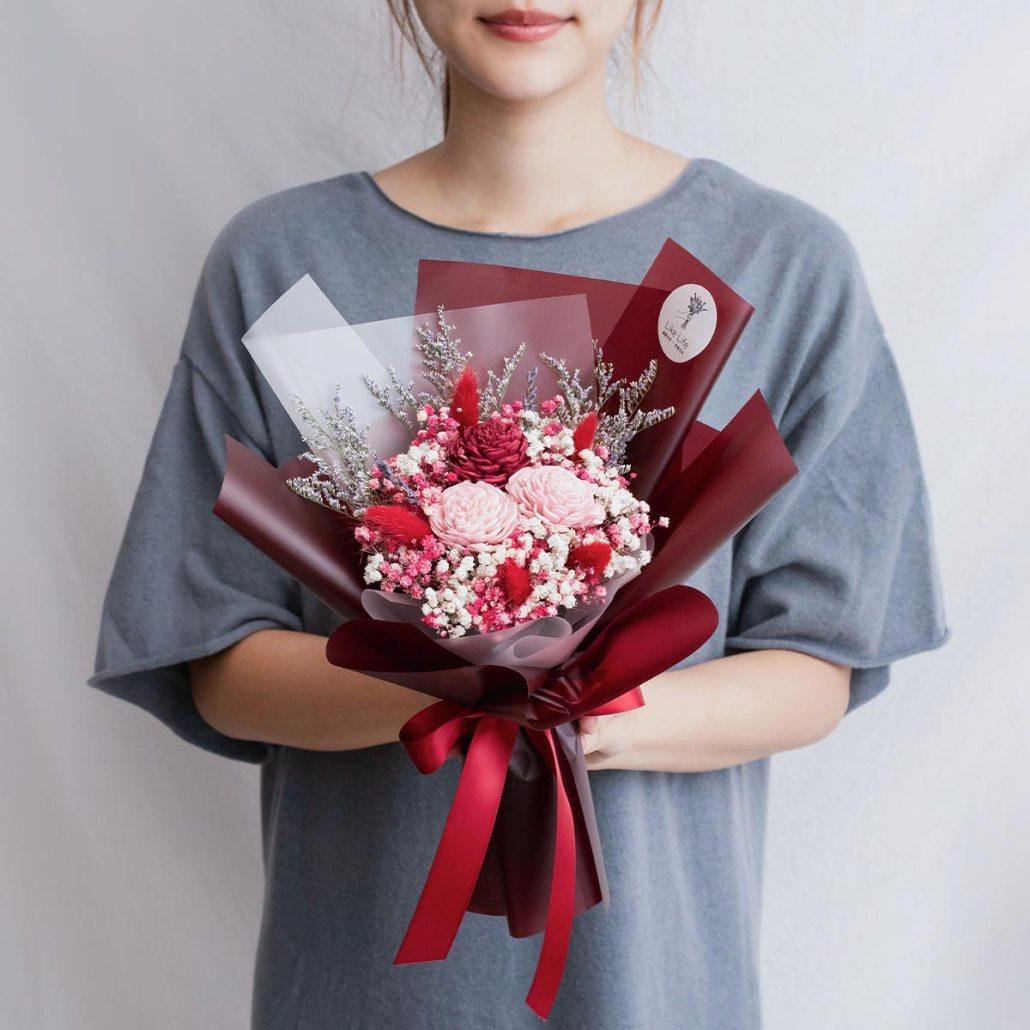 紅色玫瑰乾燥花束,玫瑰乾燥花束紅色手拿,台北喜歡生活乾燥花店
