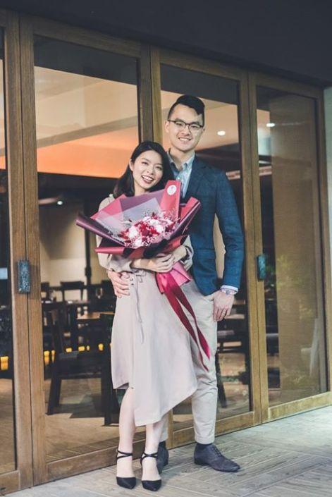 求婚花束推薦台北,求婚乾燥花束夫妻合照-求婚成功