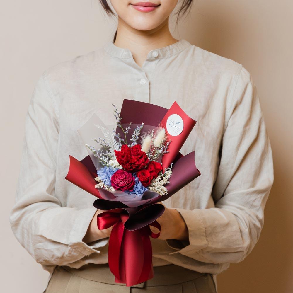 母親節康乃馨花束,康乃馨永生花束紅色手拿封面台北花店