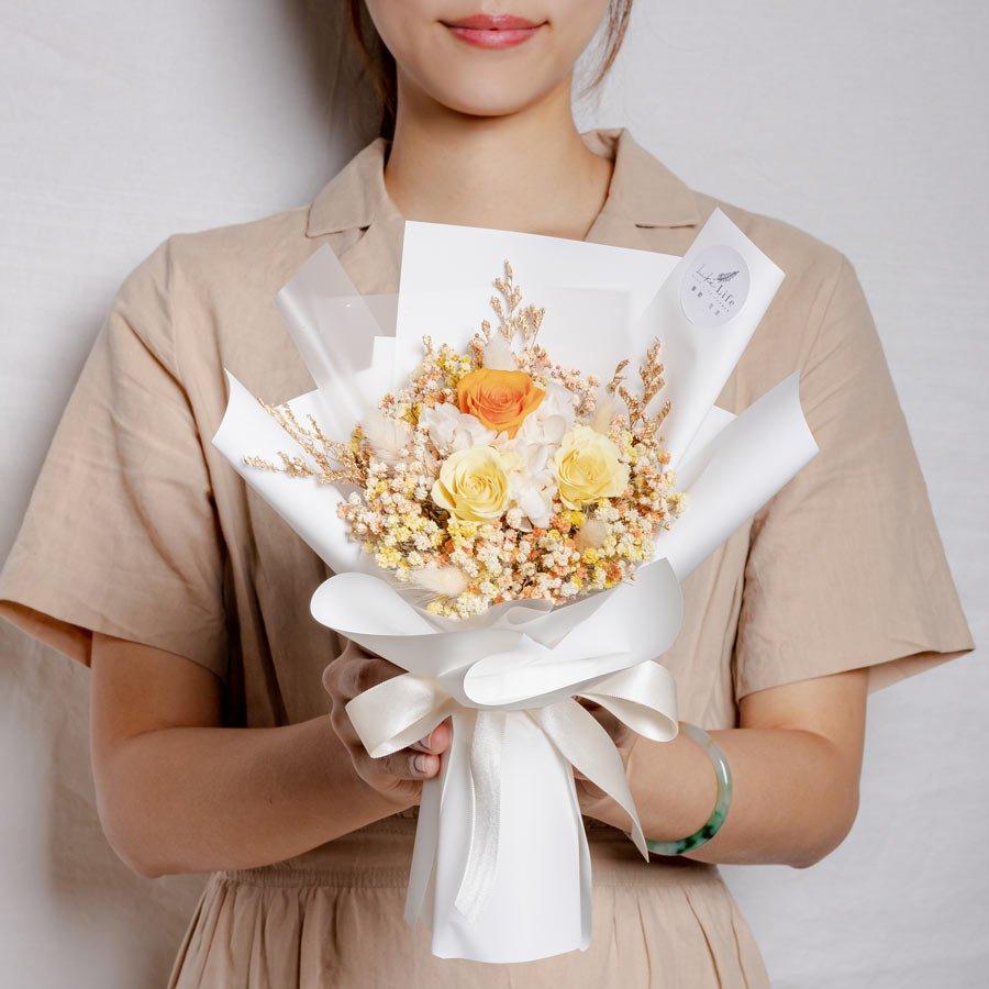 永生花束黃色,情人節永生玫瑰花束黃色,溫光黃永生花束,永生花束黃色特寫,台北永生花推薦