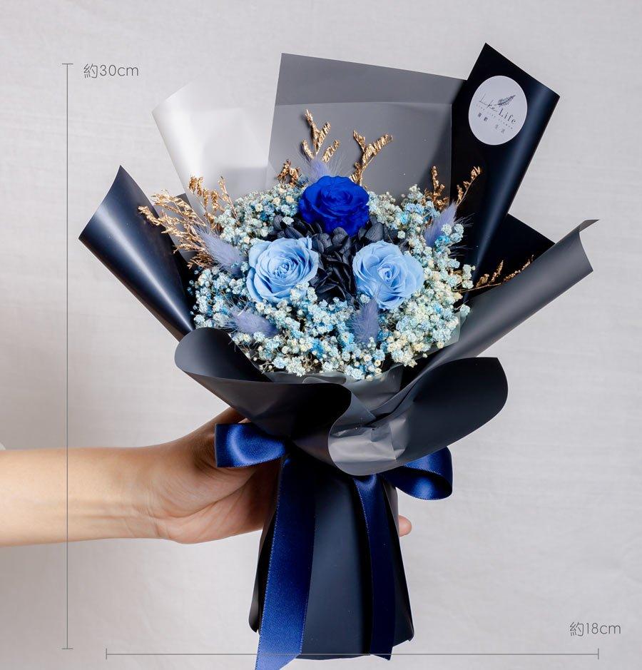 永生花束黑藍色,情人節永生花束黑籃色設計公分,永生花束藍色,台北永生花推薦,喜歡生活乾燥花店