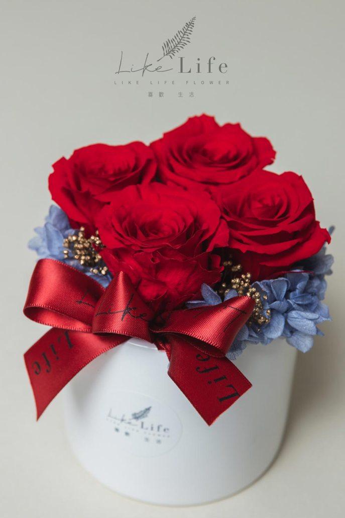 永生玫瑰花開幕盆栽特寫紅色4朵永生玫瑰,開幕桌上盆花盆栽-喜歡生活乾燥花店