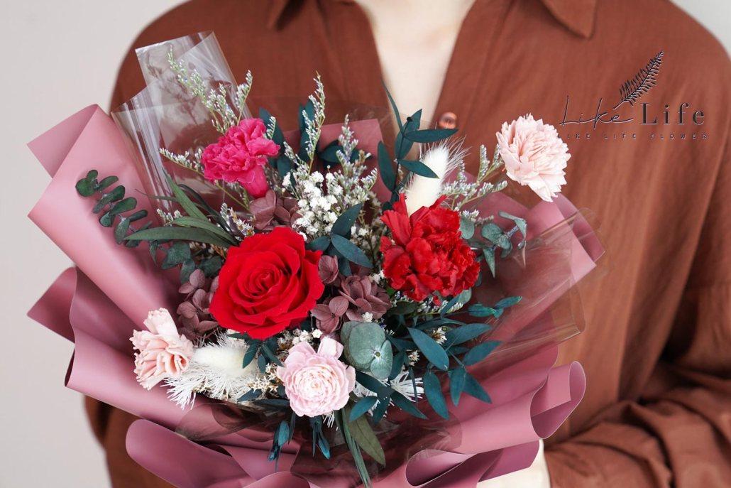 康乃馨花束-紅色永生花康乃馨花束特寫,母親節康乃馨花束台北