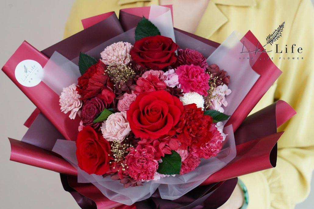 母親節康乃馨花束紅色康乃馨花束特寫