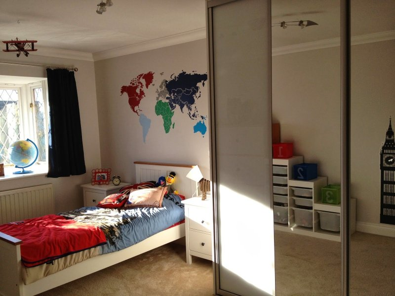 Harrys Travel themed boys bedroom.