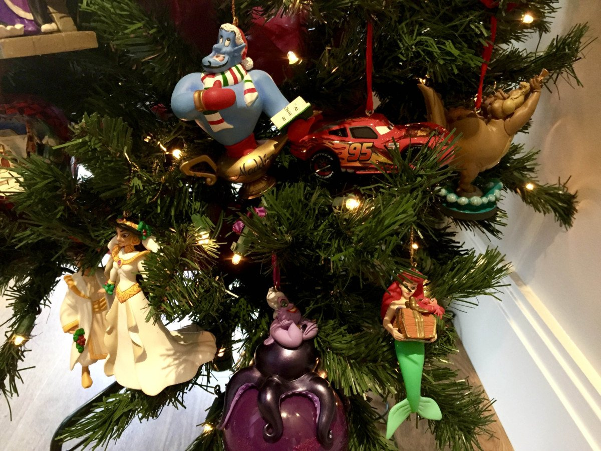 Home decor Wrapped in Disney Memories at Christmas grolier