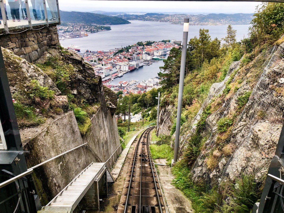 The Fløbanen is a funicular railway that connects the town of Bergen with Fløyen