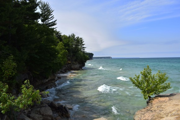 Cliffside photo of Lake Superior in between Chapel Beach and Beaver Lake