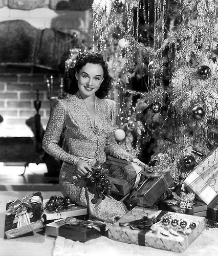 1950s-xmas-Paulette-Goddard