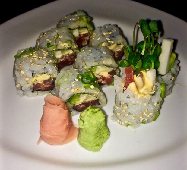 Spicy Tuna Roll (Sriracha Mayo)