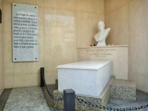Tumulo Dr Raul Ricardo Alfonsin - Cemiterio da Recoleta