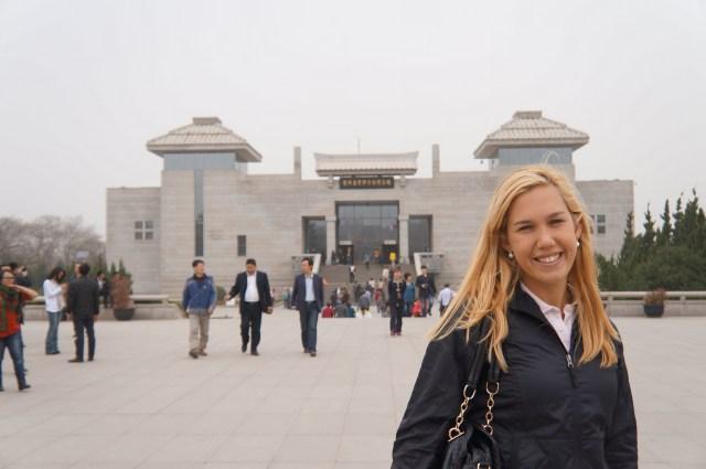 Predio principal do Museu Qin: Museu e cinema