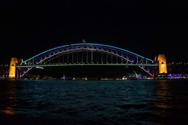 Harbour Bridge e Opera House iluminados