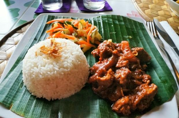 restaurantes imperdíveis em Ubud - arroz e carne