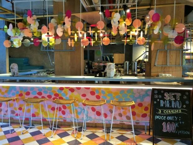 Onde ficar em Bali - bar colorido