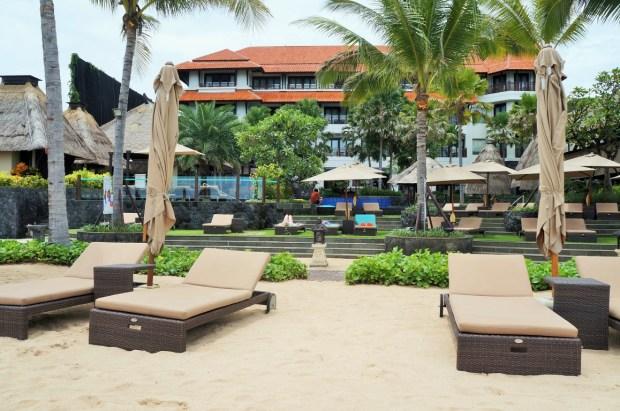 Holiday Inn beach club em Bali - frente do resort