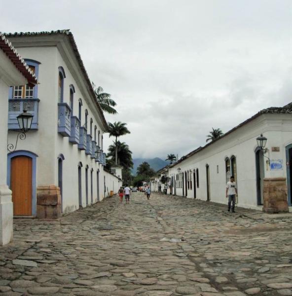 Paraty e seu centro histórico - ruas de pedras