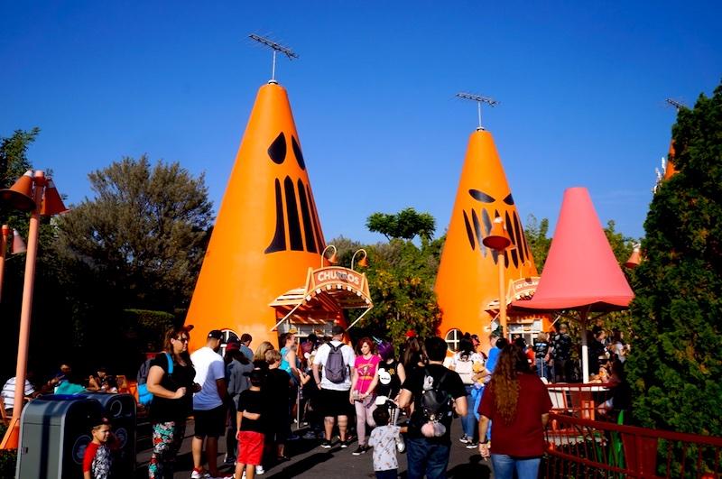 Festa de Halloween na Disney - Cars Land decoração