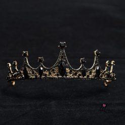 Корона с черни кристали